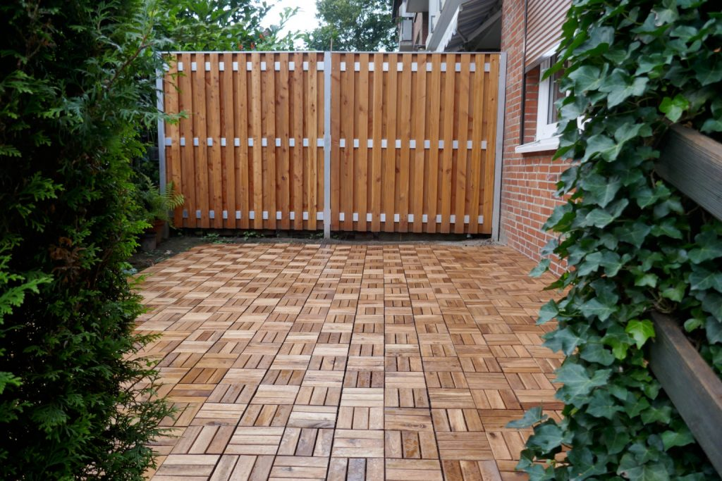 Keep it simple with hardwood patio tiles